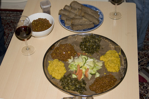The final display! Salad (in the centre), Yemiser W'et (brown spicy lentils), Gomen (Collard greens), and Atar Allecha (spiced yellow split spea pureé).